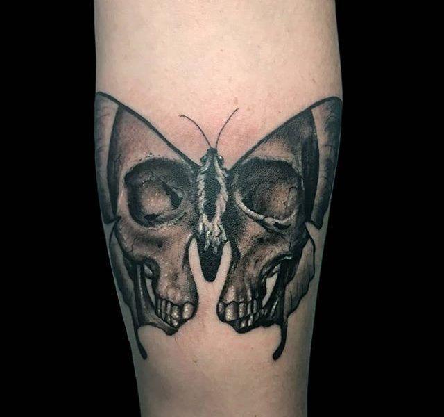 tatuaje mariposa neo tradicional