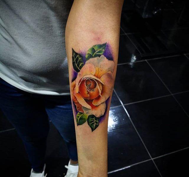 tatuaje rosa lealista