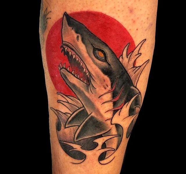 tatuaje tiburon neo tradicional