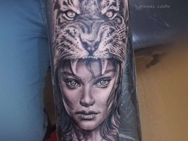 Rostro mujer y cabeza de jaguar