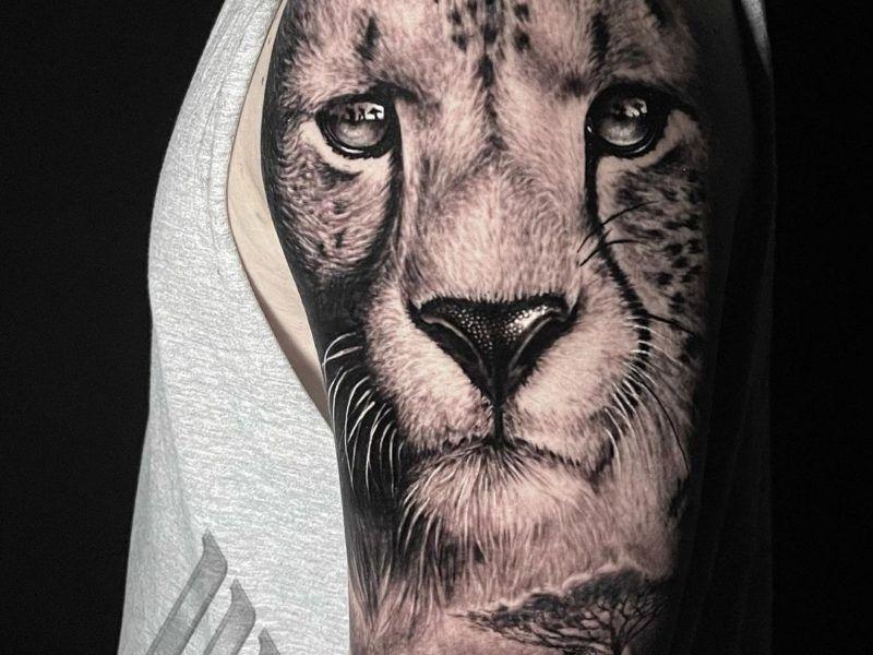 guepardo realismo tatuaje
