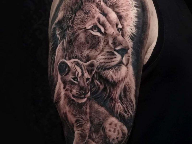 Leon Realismo Tattoo.