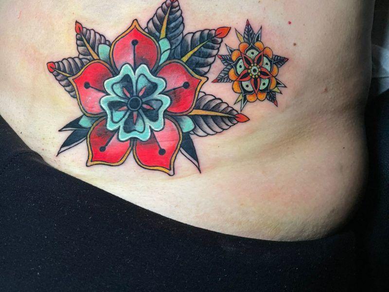flores tatuaje tradicional