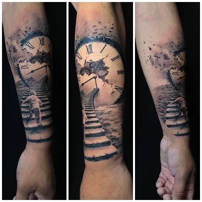 tatuajer realista reloj