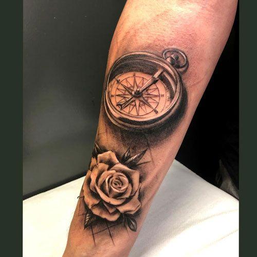 tatuajes realistas en el antebrazo
